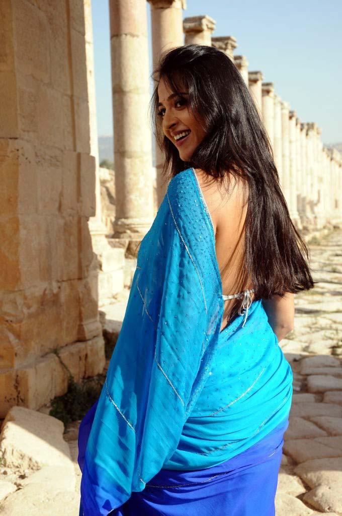 Anushka Shetty Latest Hot In Saree Still