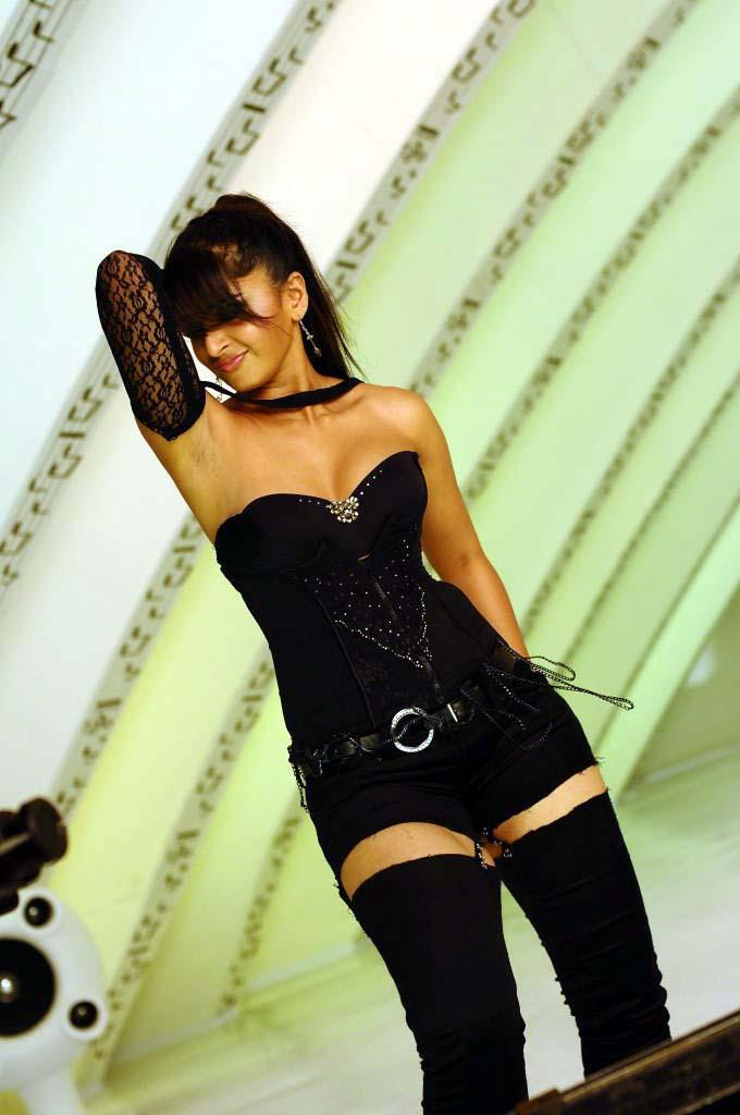Anushka Shetty Sexy Look Photo Still
