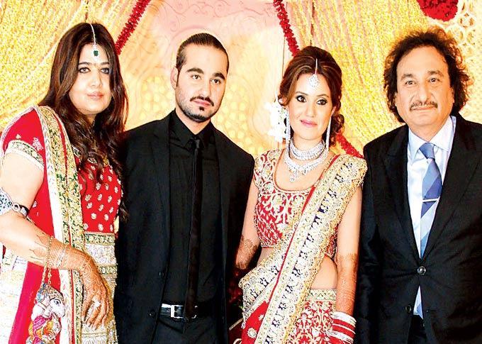Debbie,Arjun,Gayatri And Arun Posed For Camera At Sangeet Ceremony Of Gayatri And Arjun Hitkari