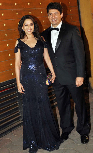 Madhuri With Hubby Sriram Cute Smiling Pose For Photo At Filmfare Awards 2013