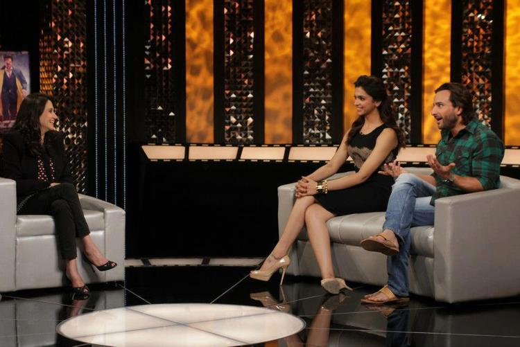 Saif And Deepika Chatting On The Front Row With Anupama