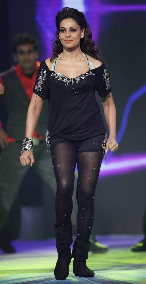 Bipasha Basu Performs At CCL 3 Glam Night Party