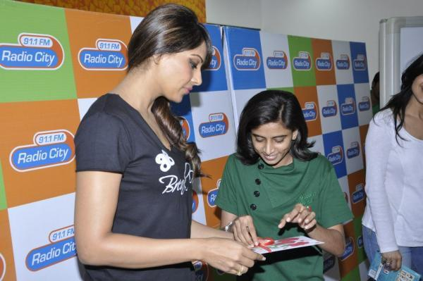 Bipasha Basu Chating Still At Radio City 91.1