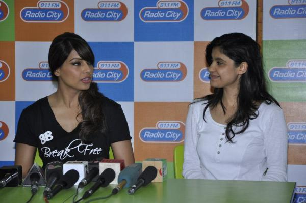 Bipasha Basu Chatting With A Member At Radio City 91.1