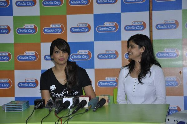 Bipasha Basu Nice Pose At Radio City 91.1