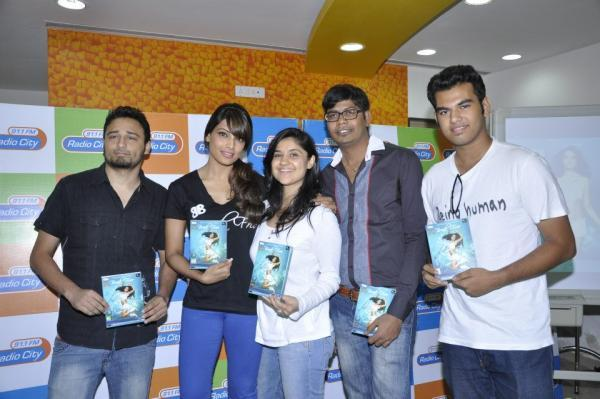 Bipasha Basu Posing With her DVD At Radio City 91.1