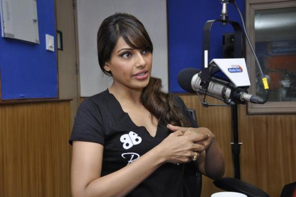 Bipasha Basu Promotes Her Breakfree DVD At Radio City Mumbai