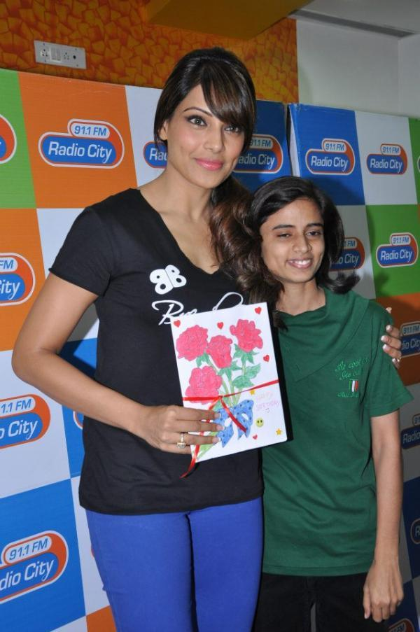Bipasha Basu Shows Her DVD At Radio City Mumbai