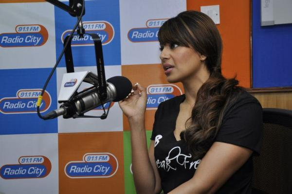 Bipasha Basu Speaking Still At Radio City Mumbai