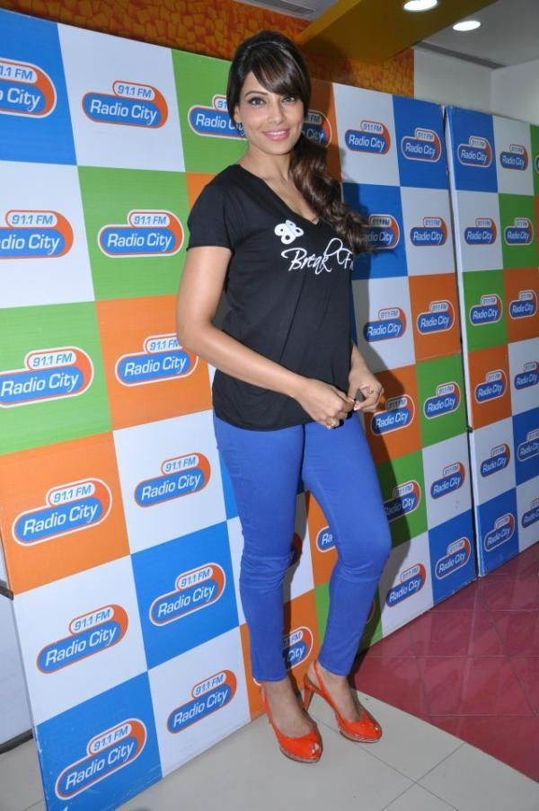Bipasha Basu Strikes A Pose At Radio City 91.1