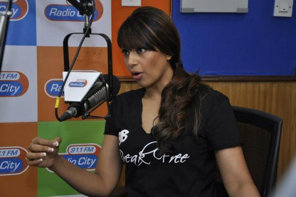 Bipasha Basu Talking About Her Fitness DVD At Radio City 91.1