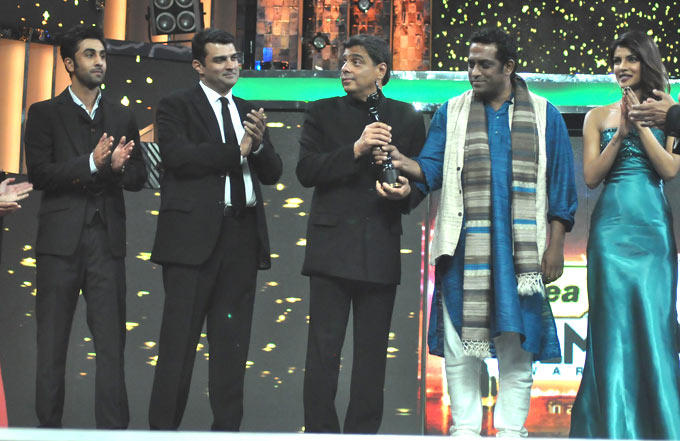 Ranbir,Siddharth,Anurag And Priyanka Spotted On The Stage At The Filmfare Awards 2013