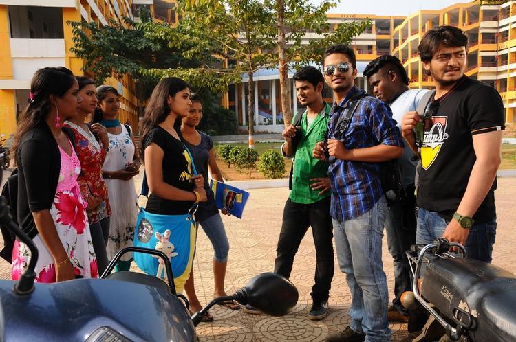 Vijayendra,Samatha,Shashank And Dinesh College Photo From Telugu Movie Mandodari