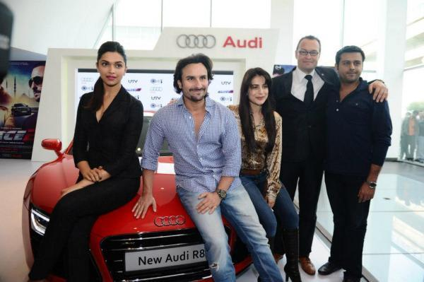 Saif,Deepika,Ameesha And Michael Posed With Audi R8 At Supercar Audi R8 Launch Event
