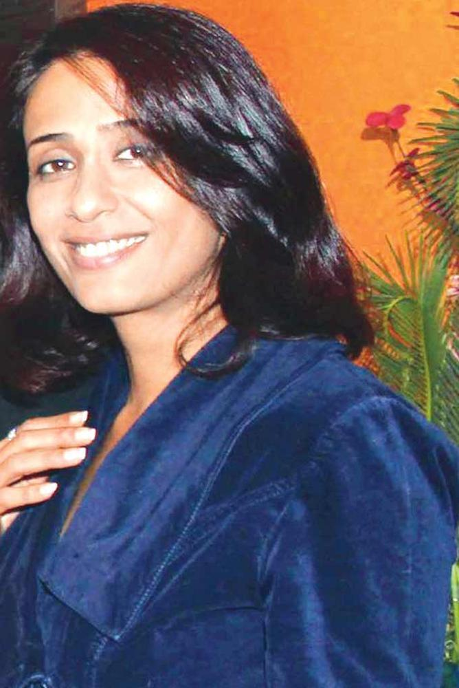 Achint Kaur Cute Smiling Photo Clicked At A Wedding Anniversary Party
