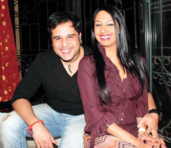 Krishna And Kashmera Show Off Those Pearlies At A Wedding Anniversary