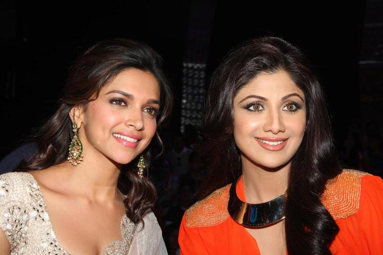 Deepika Padukone And Shilpa Shetty On The Sets Of Nach Baliye 5