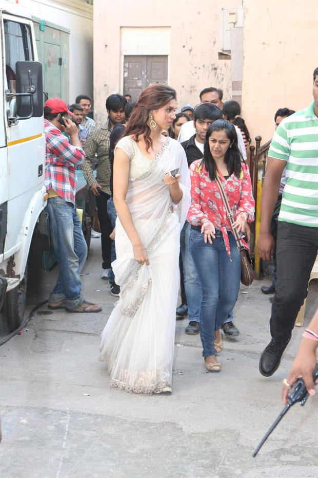Deepika Padukone Spotted On The Sets Of Nach Baliye 5 For Promoting Race 2