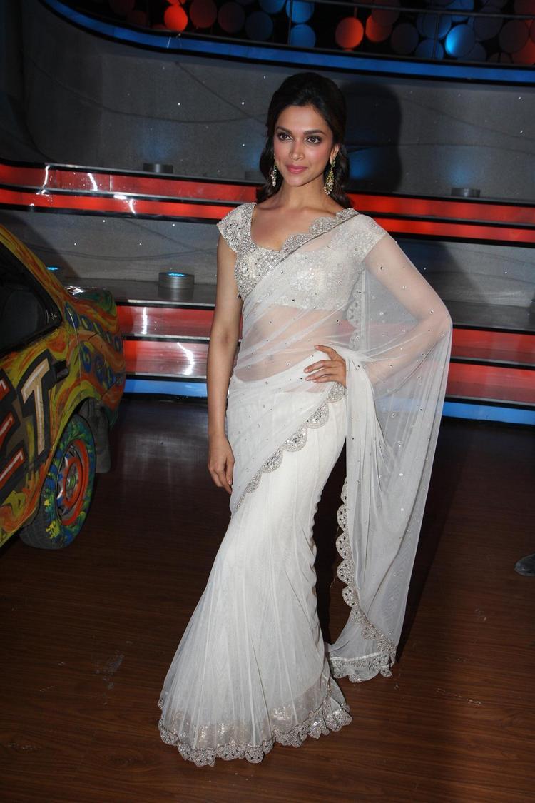Deepika Padukone Strikes A Pose On The Sets Of Nach Baliye 5