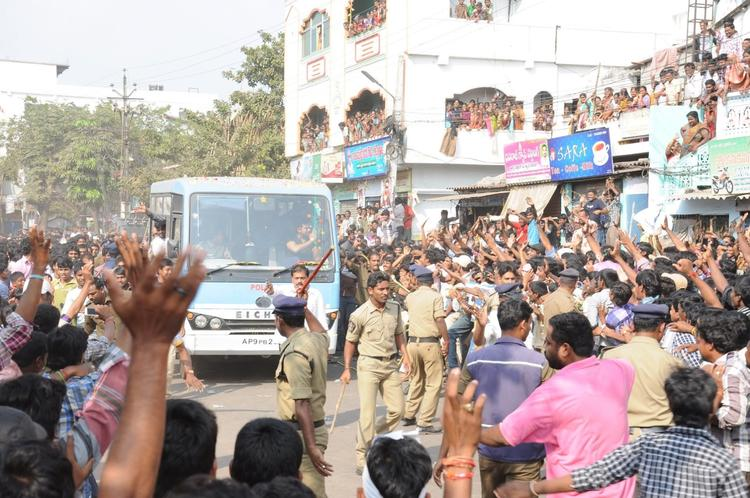 Heavy Crowd At Nayak Movie Success Tour