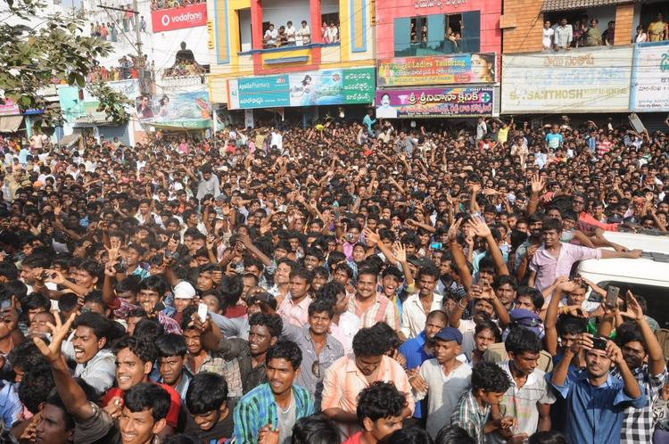 Peoples Are Gathered At Nayak Movie Success Tour