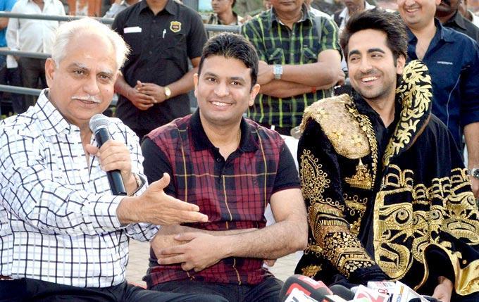 Ramesh Addresses The Gathering As Bhushan And Ayushmann At First Look Launch Of Nautanki Saala