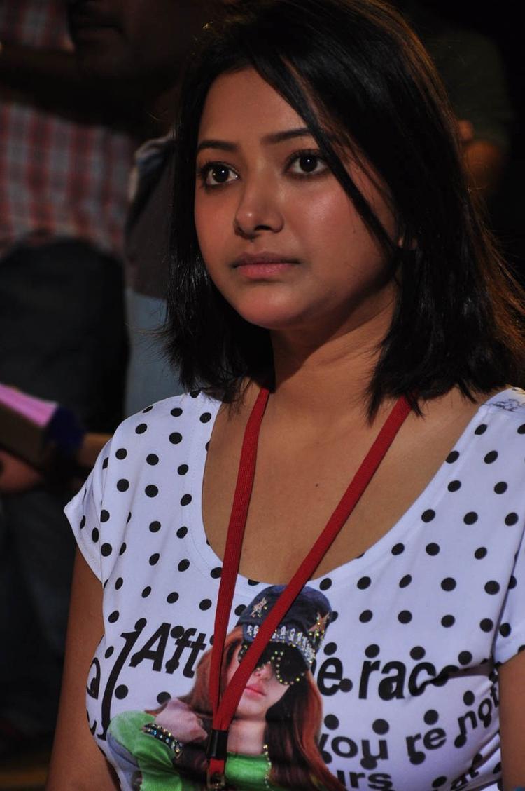 Shwetha Basu Glamour Photo Still From Movie Mahha Raja Sri Gaaligadu