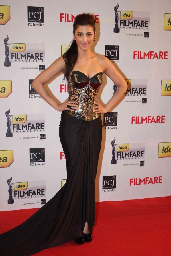 Shruti Spicy Look In A Black Gown At 58th Filmfare Awards 2013