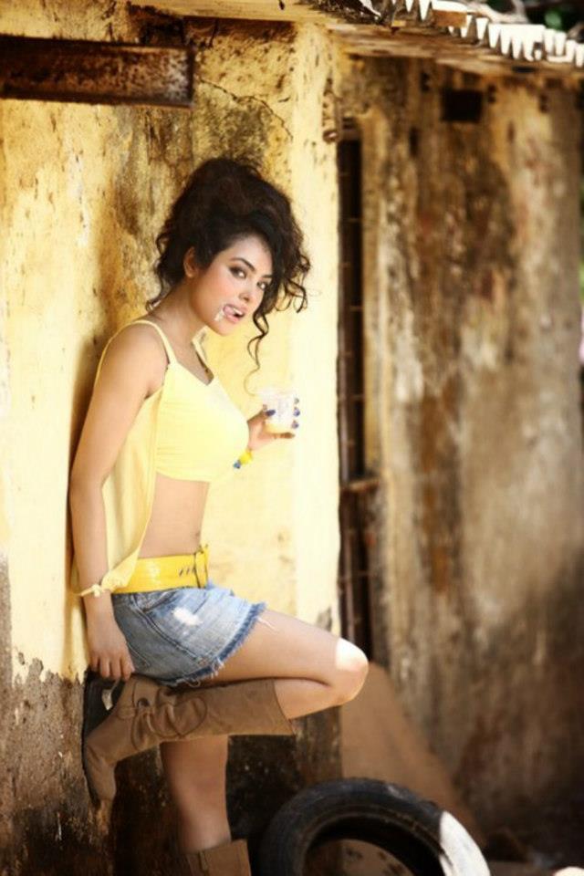 Meenakshi Sarkar Hot Gorgeous Pic