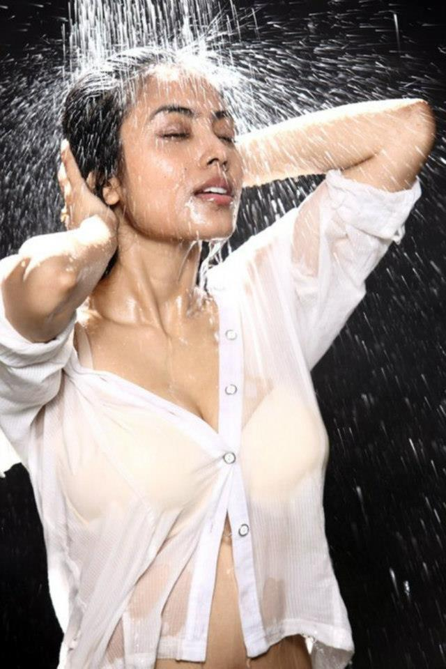 Meenakshi Sarkar Looked Hot In Bath Photo Still