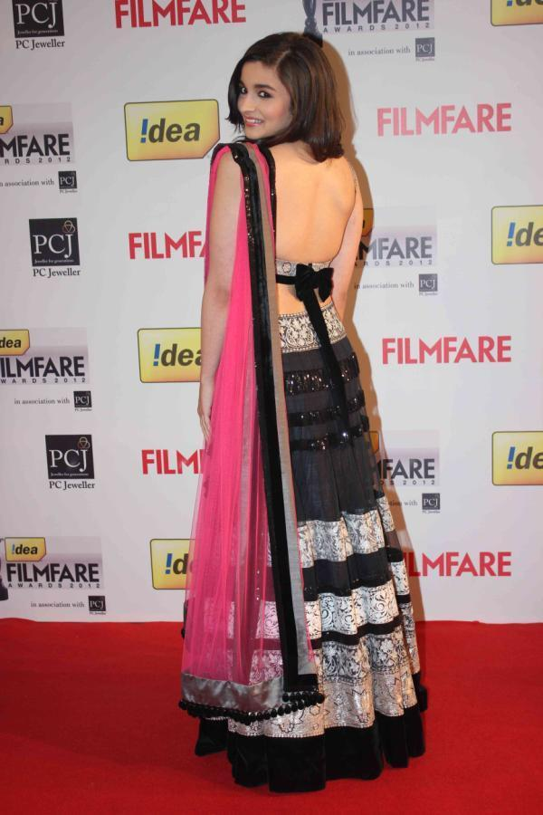 Alia Bhatt Looked Sexy In A Black Pink Lehenga At 58th Filmfare Awards 2013