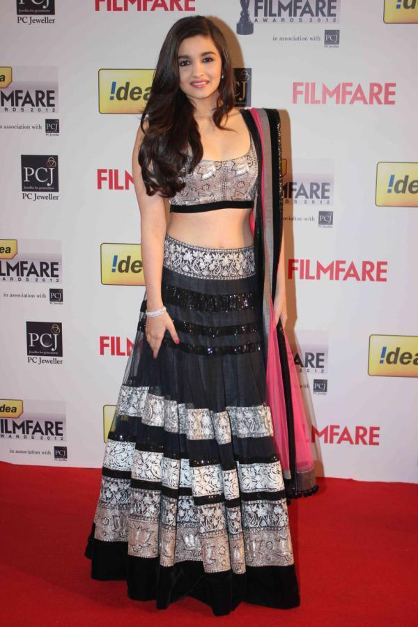 Alia Bhatt Sizzled The Red Carpet At 58th Filmfare Awards 2013