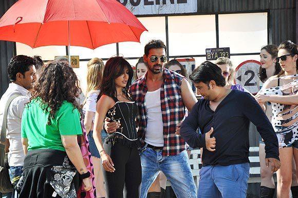 John And Chitrangada Photo Clicked During Get The Acting Tips At I Me Aur Main Shooting Location