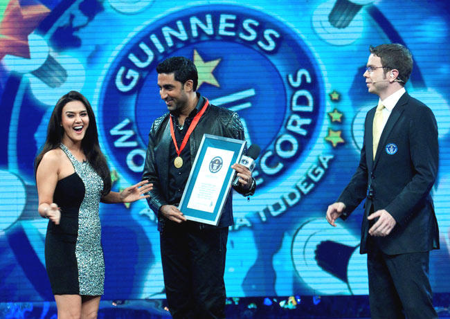 Preity Zinta And Abhishek Bachchan On The Sets Of Guinness Book Of World Records -- Ab India Todega