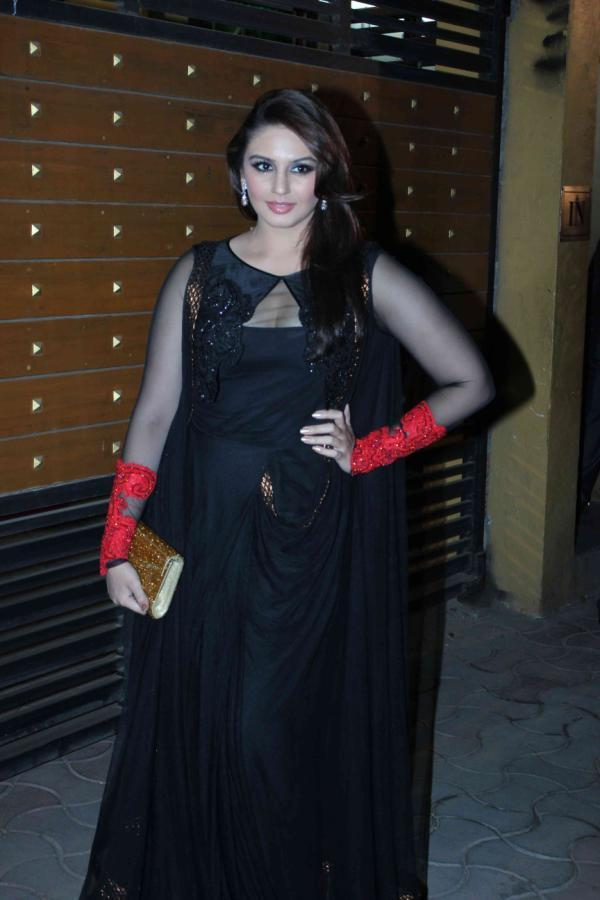 Huma Stunning Pose For Camera In A Black Gown At 58th Filmfare Awards 2013