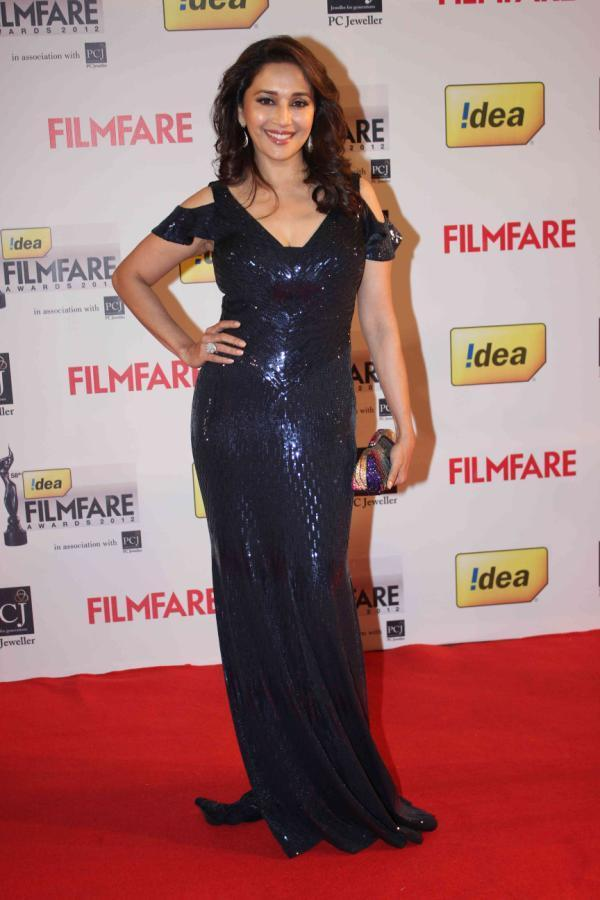 Madhuri Sizzling In A Alberto Makali Gown At 58th Filmfare Awards 2013