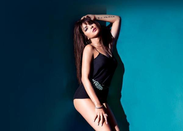 Priyanka Chopra Bold Hot Look Photo Shoot For Album In My City