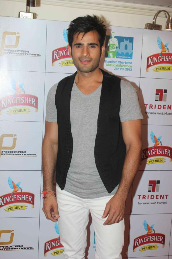 Karan Dashing Look At Kingfisher Premium Celebrate Pre Marathon Party
