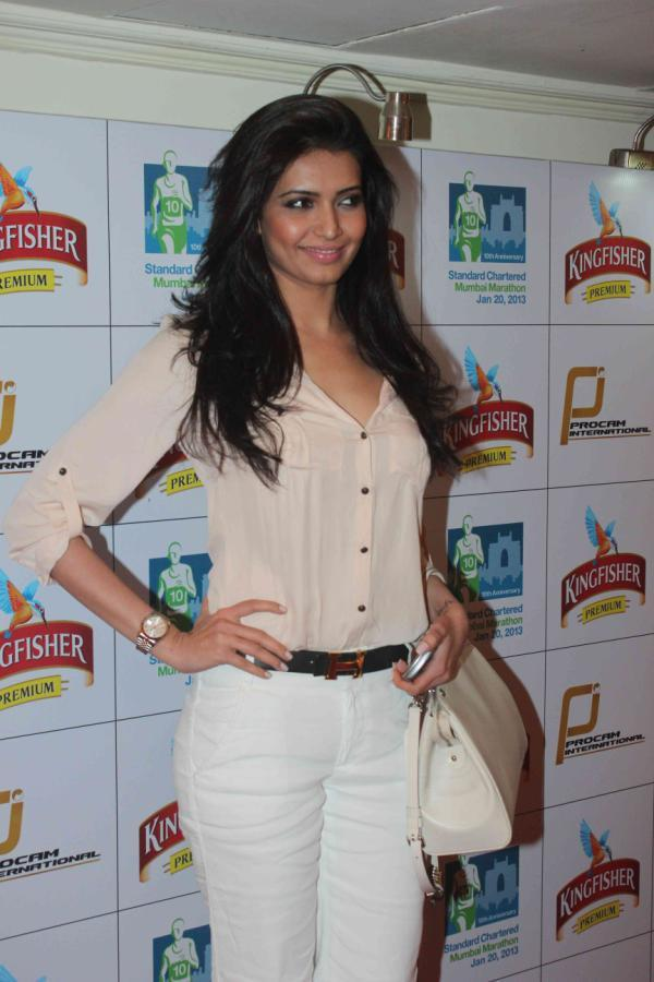 Karishma Posed For Camera At Kingfisher Premium Celebrate Pre Marathon Party