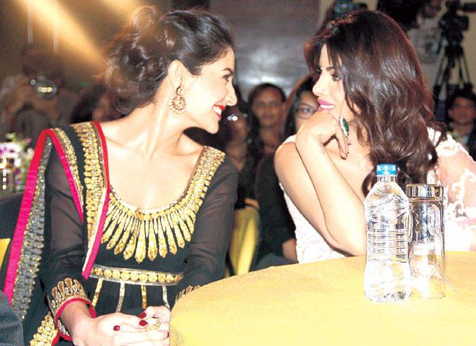 Anushka And Priyanka Photo Clicked During A Girls Talk At CBS BIG FM Award