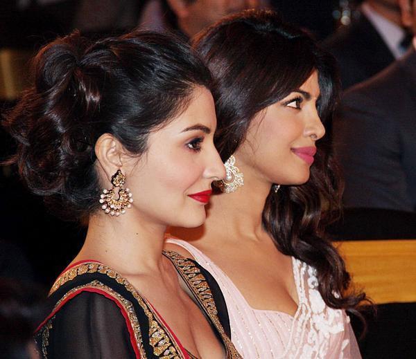 Priyanka And Anushka Looked Gergeous At CBS BIG FM Award