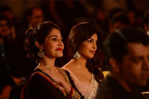 Priyanka And Anushka Smiling Photo Clicked At CBS BIG FM Award