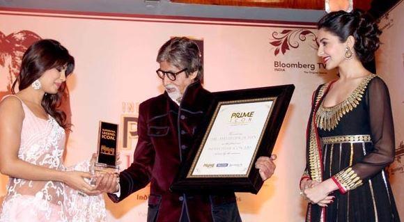Priyanka And Anushka Snapped During Present Indias Prime Icon Award To Amitabh