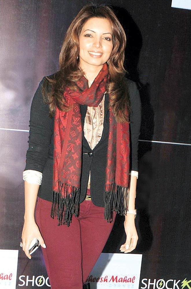 Shama Sikandar Cute Smiling Pose At The Launch Of Shock Club
