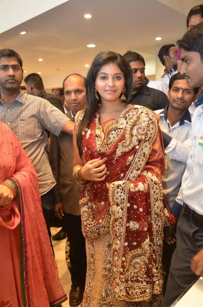 Anjali Looked Gorgeous In A Saree At Womens World Showroom Launch
