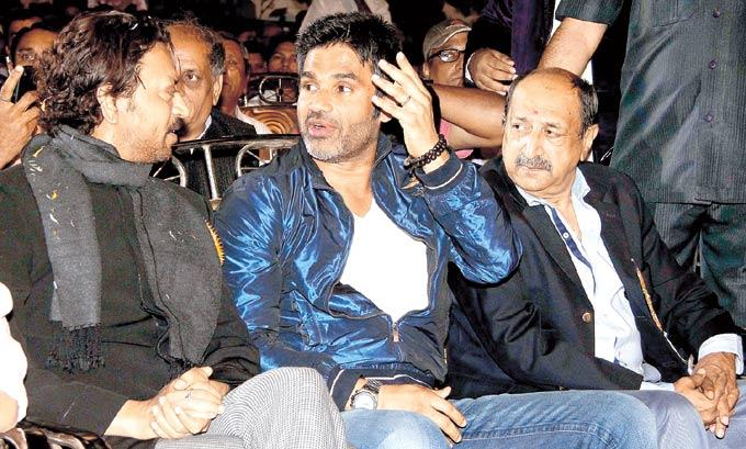 Irrfan,Suniel And Tinu Chatting Photo Clicked At Prize Distribution Ceremony Of Malad Sports