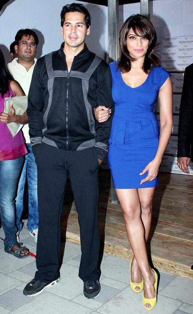 Dino And Bipasha Cosy Pose For Photo At The Launch Of Dino Moreas Fitness Product