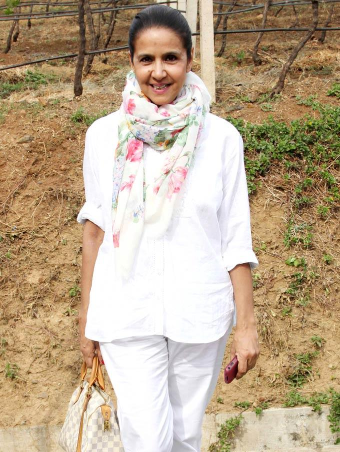 A Sexy Celeb Spotted At Nasik To Stomp On Grapes