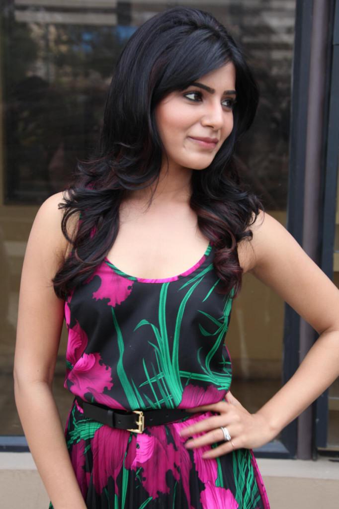 Samantha Charming Face Look At Jabardasth Movie Press Meet