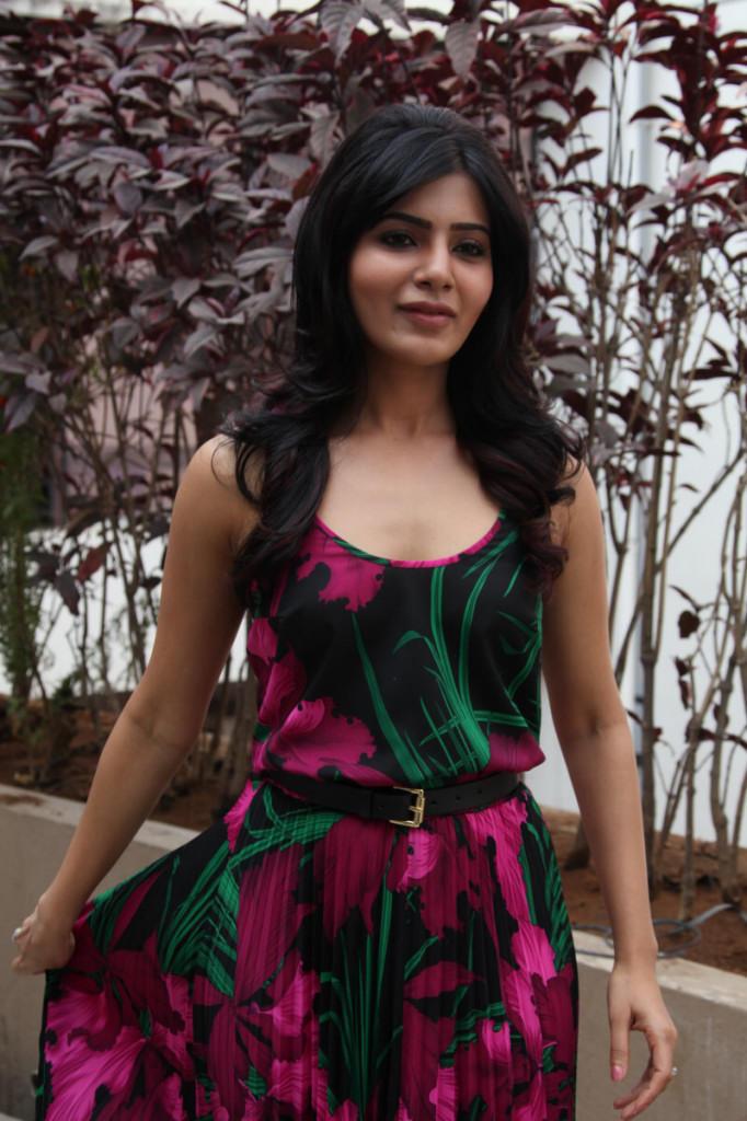 Samantha Glamour Look At Jabardasth Movie Press Meet